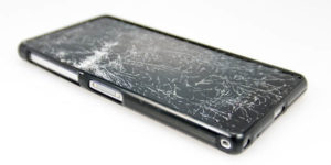 Is it a bad idea to use a Mobile with a cracked screen?